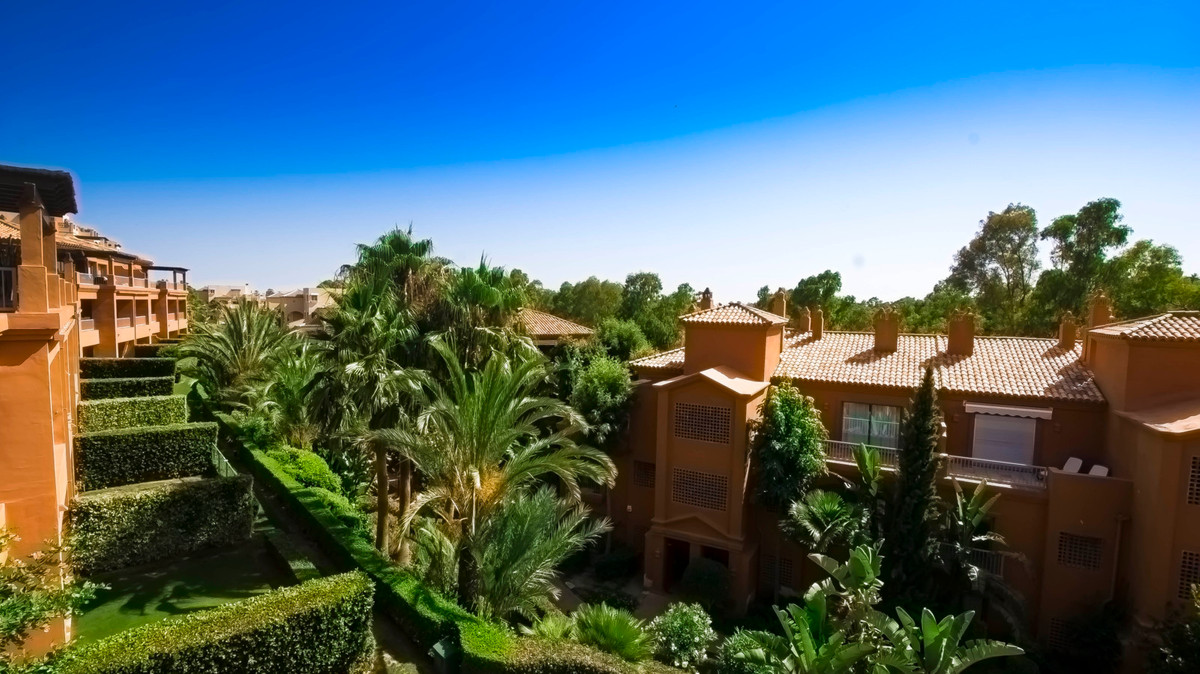 Atico, Benahavis, Costa del Sol. 3 Dormitorios, 3 Banos, Construidos 130 m², Terraza 130 m².  Posici,Spain