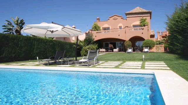 This luxurious south facing villa is located in a very sought after urbanization within walking dist,Spain