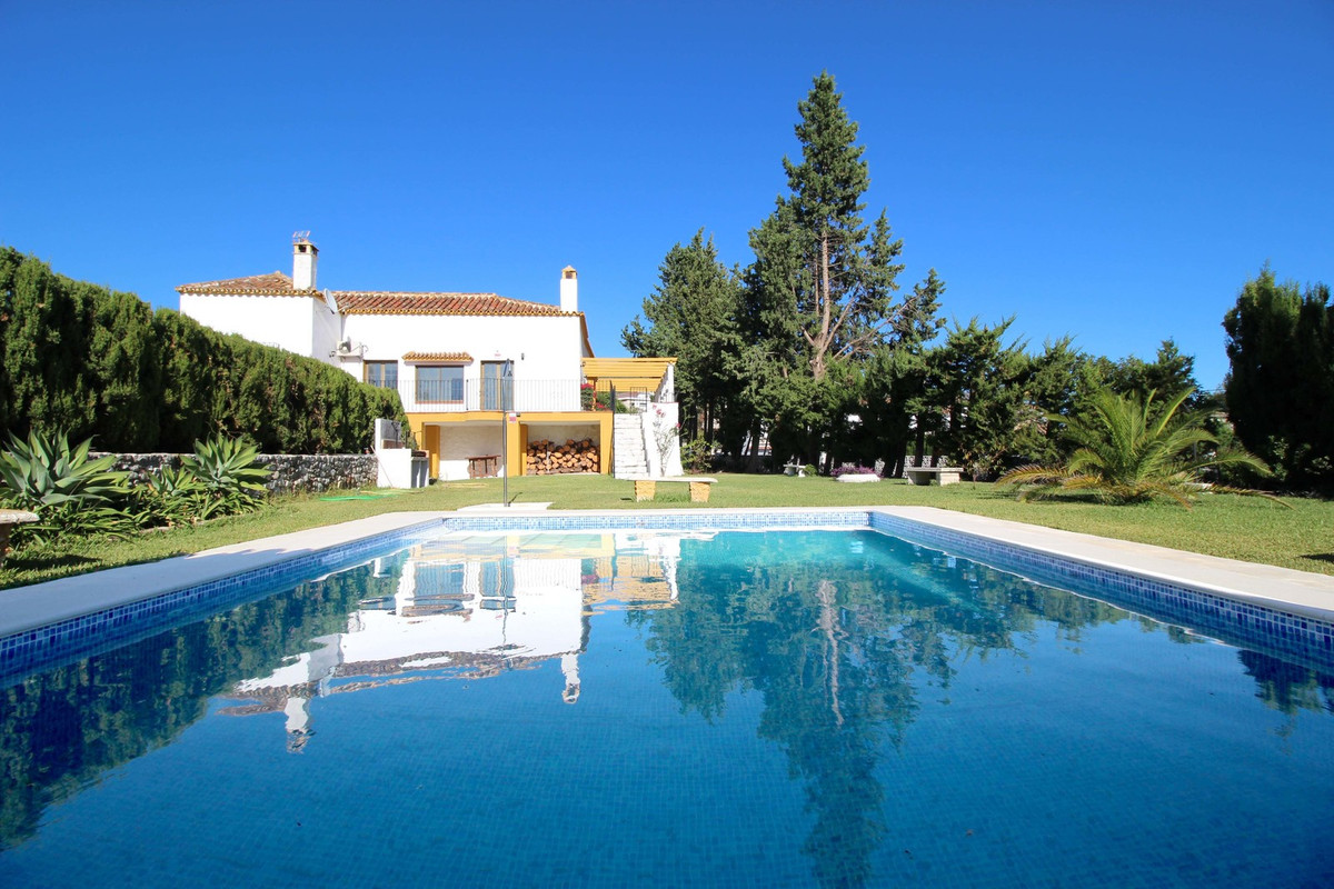 ***** INCREDIBLE OPPORTUNITY TO PURCHASE A BEAUTIFUL VILLA WITH AN EXCELLENT SIZE OF PLOT AND BUILDI, Spain