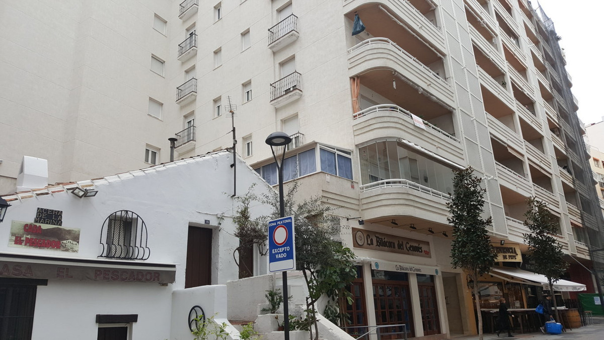 Fantastic second line  beach apartment in the center of Marbella. Excellant location. Walking distan,Spain