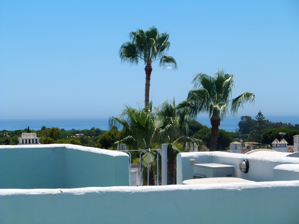 Spacious two bedroom, two bathroom top floor apartment in gated residential complex close to ameniti, Spain