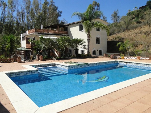 AN ABSOLUTE GEM OF A FINCA SITUATED IN COUNTRYSIDE YET ONLY 2KM FROM THE CENTRE OF LA CALA. THE MAIN,Spain