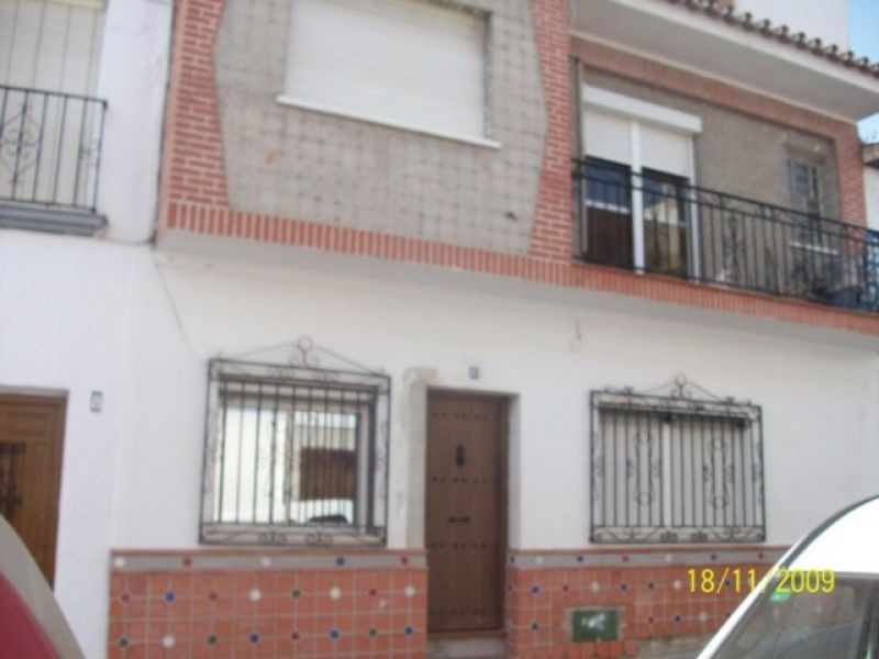 This lovely property is located in Velez-Malaga. The accommodation comprises 2 dining rooms, 5 bedro, Spain
