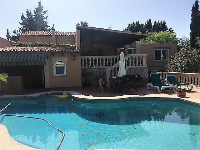 HOUSE OF 280m2 IN PLOT OF 2000 m2, WITH 5 BEDROOMS, 3 BATHROOMS, LIVING ROOM WITH FIREPLACE, SWIMMIN Spain