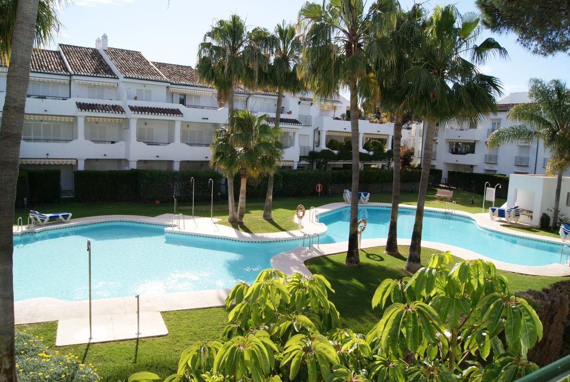 Beautifully presented and spacious three bedroom apartment with views on to one of five community po, Spain