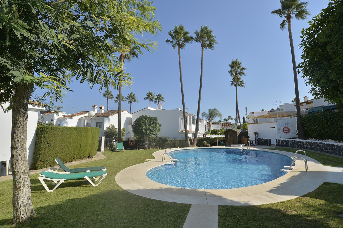 Ideal family home  with 3 bedrooms and 2 complete baths. Open plan living-dining area that leads out, Spain