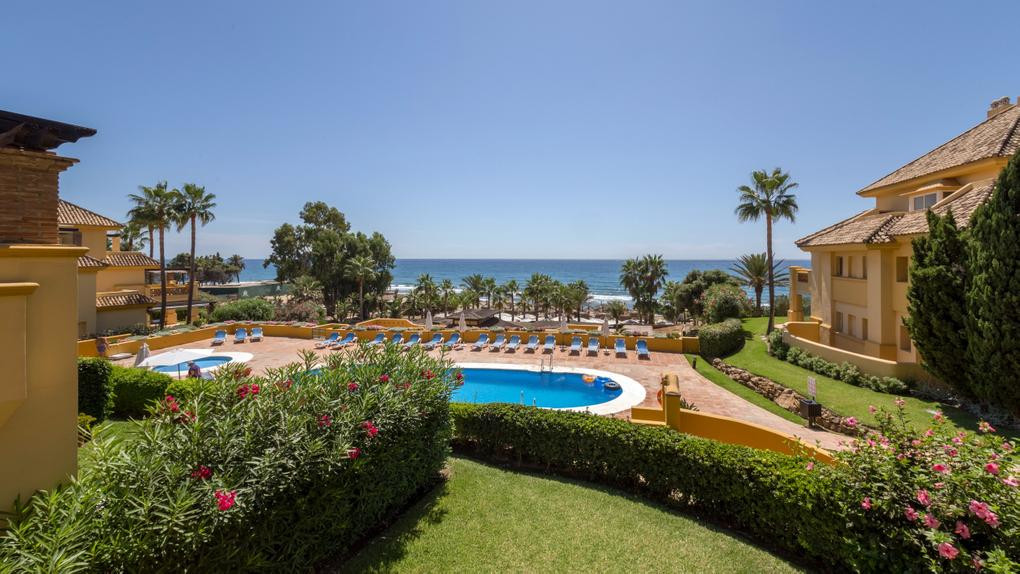 beautiful spacious apartment, directly on the beach with panoramic views. large terrace with sea vie,Spain