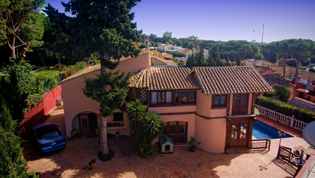 Great Villa built in rustic style with 2 levels located in Cabopino, Mijas Costa, just 10 min.far fr,Spain