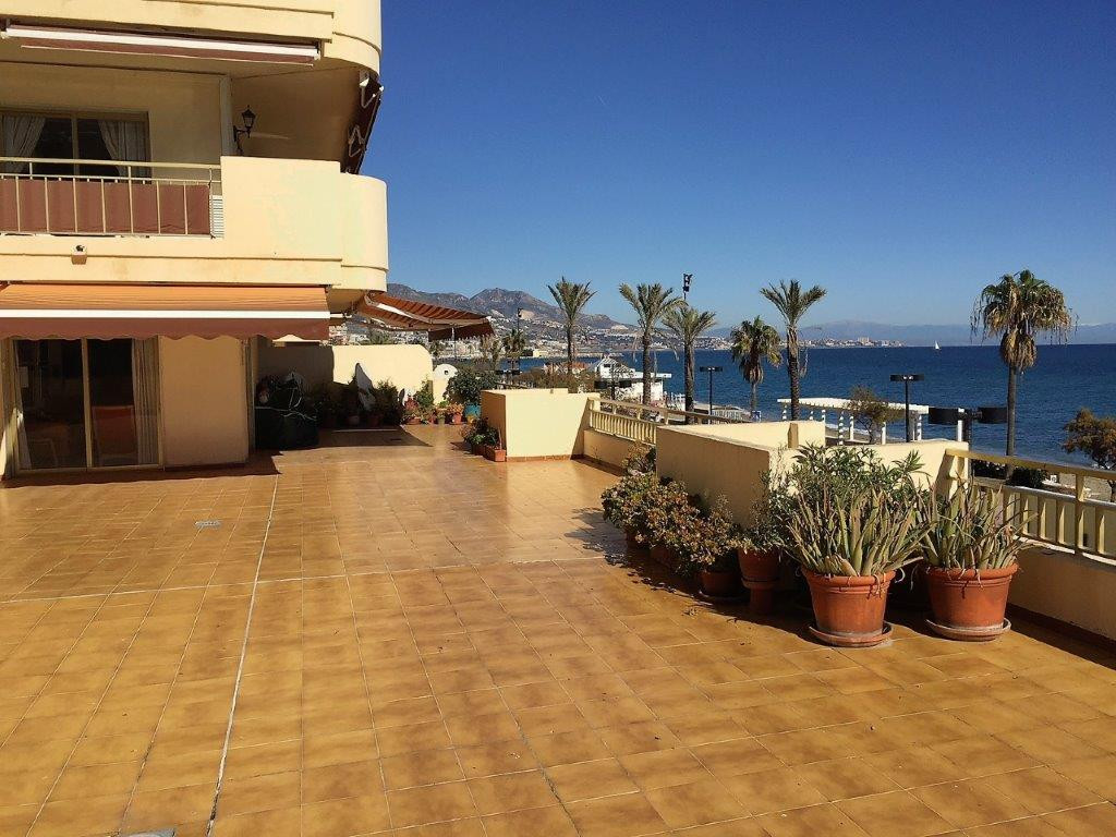 3 bedroom apartment on Paseo Maritimo in Fuengirola  Beautiful 3 bedroom apartment on Paseo Maritimo,Spain