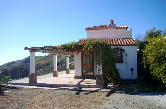 Cleverly designed Cortijo style house onj two levels. It looks so lovely, so cosy! In the back a vin, Spain
