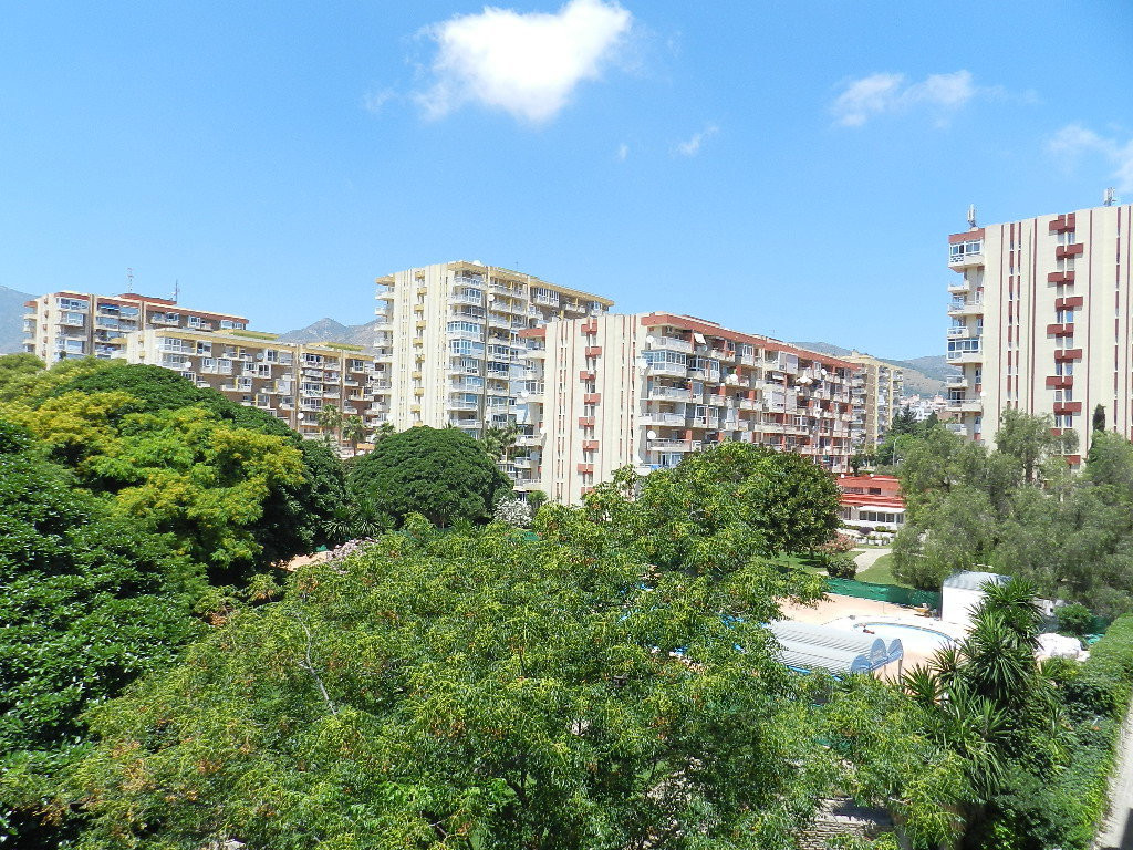 Stunning apartment located in Arroyo de la Miel, just a 10 minutes walk to the beach and into the Ce,Spain