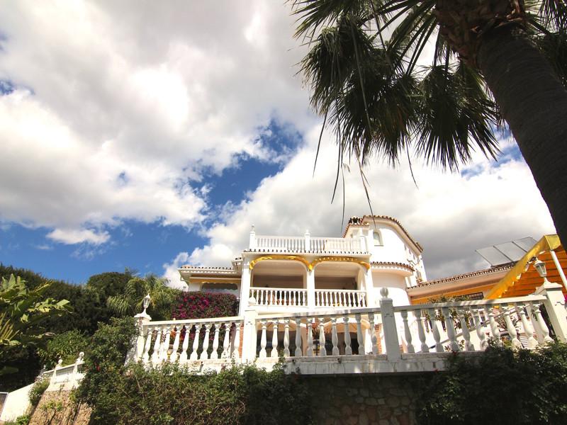 Villa - Chalet, Sierrezuela, Costa del Sol. 5 Dormitorios, 5 Banos, Construidos 250 m², Terraza 100 ,Spain