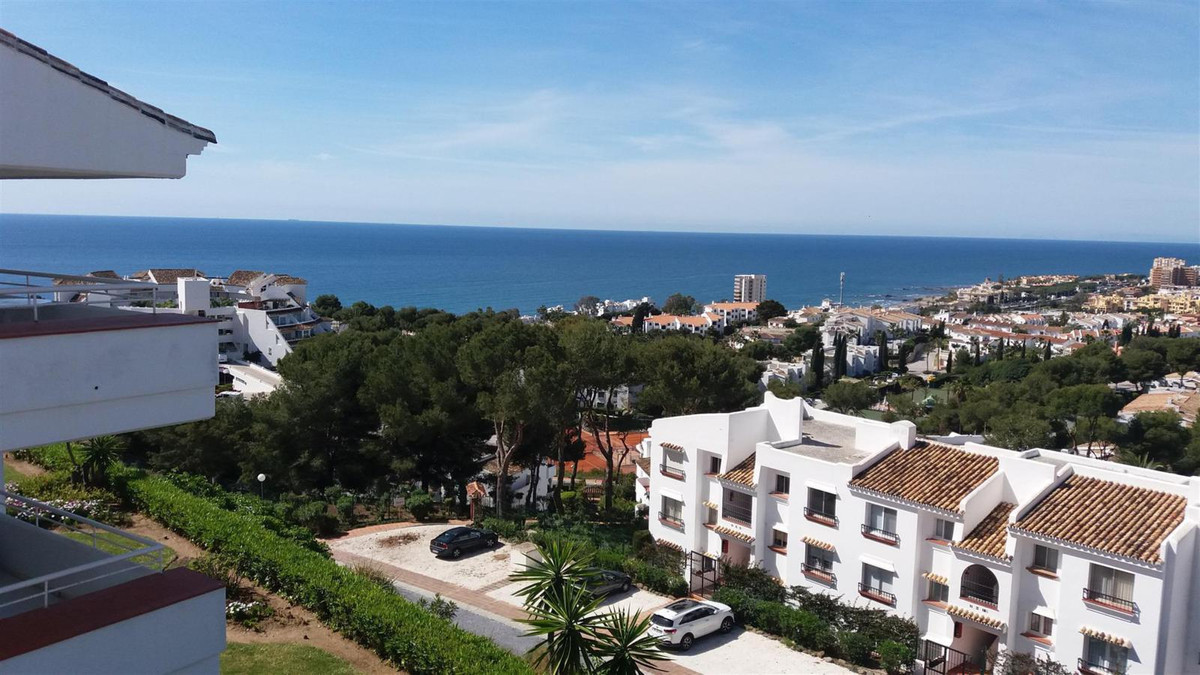 A fantastic 1 bed 1 bath top floor apartment beautifully presented with spectacular sea views, set i,Spain