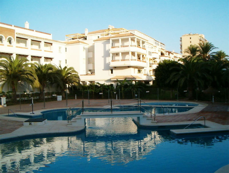 Nice apartment for sale at 100 meters from the beaches of Benalmadena Costa in a secure Andalusian s,Spain
