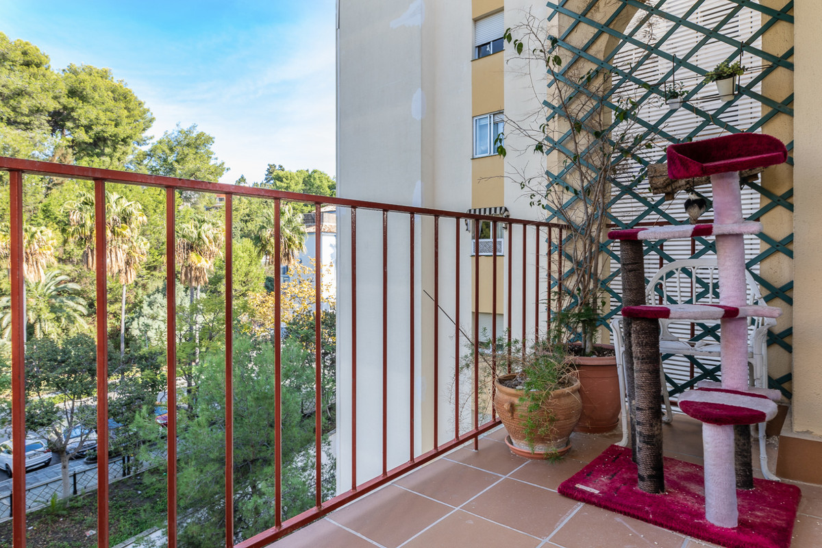 Middle Floor Apartment, Marbella, Costa del Sol. 4 Bedrooms, 2 Bathrooms, Built 122 m².  Setting : TSpain