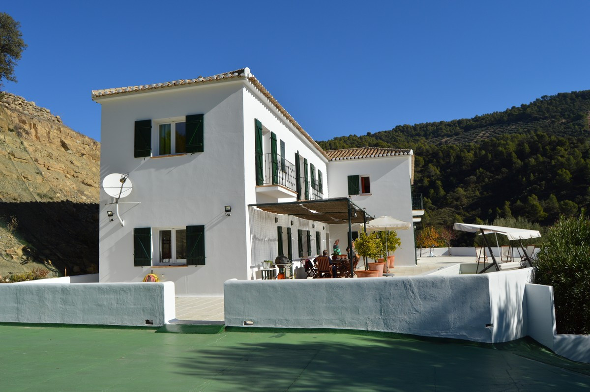 A very spacious, luxurious cortijo near Montefrio. A beautiful cortijo very suitable for a large fam, Spain