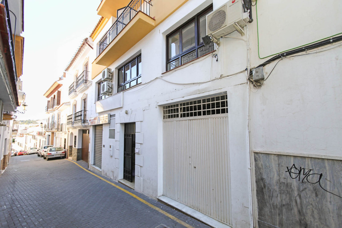 Large Middle Floor Apartment - Office  This large middle floor apartment was originally an office bu,Spain