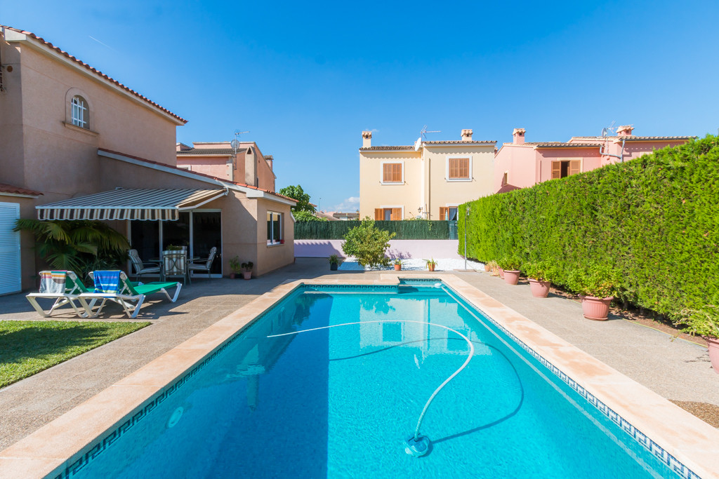 Detached villa in Nova Cabana urbanization, in immaculate condition, and improved insulation element, Spain