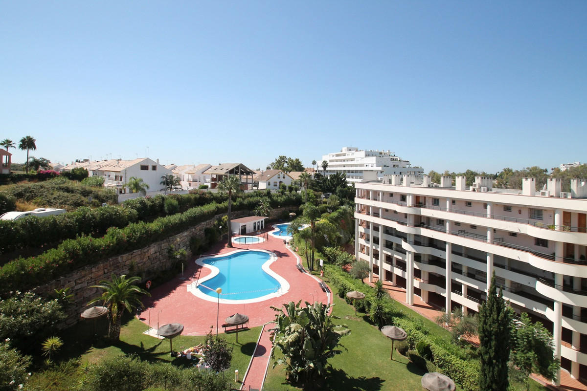 South-East facing three bedroom apartment situated in a gated complex in Guadalmina Alta, within wal,Spain