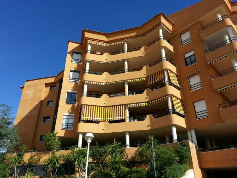 Gorgeous apartment in residential area Los Pacos, Fuengirola. 2 bedrooms 2 baths, fitted kitchen, la,Spain