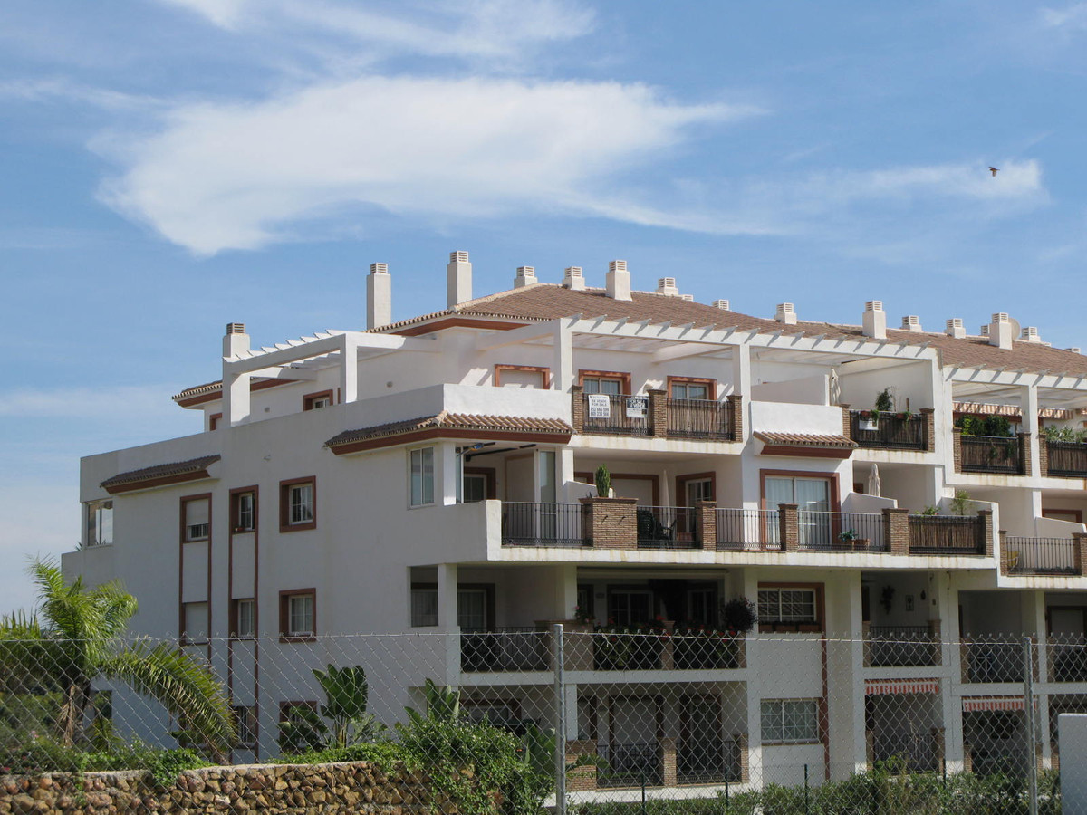 El Limonar– Mijas Golf – Super Penthouse with 2 bedrooms. For a very good price € 249.000  Elegant a,Spain