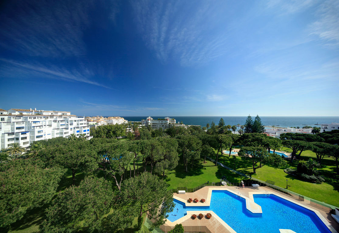 *BEST PRICED LUXURY APARTMENT IN THE FAMOUS PLAYAS DEL DUQUE BEACHFRONT URBANISATION *** AMAZING - E,Spain