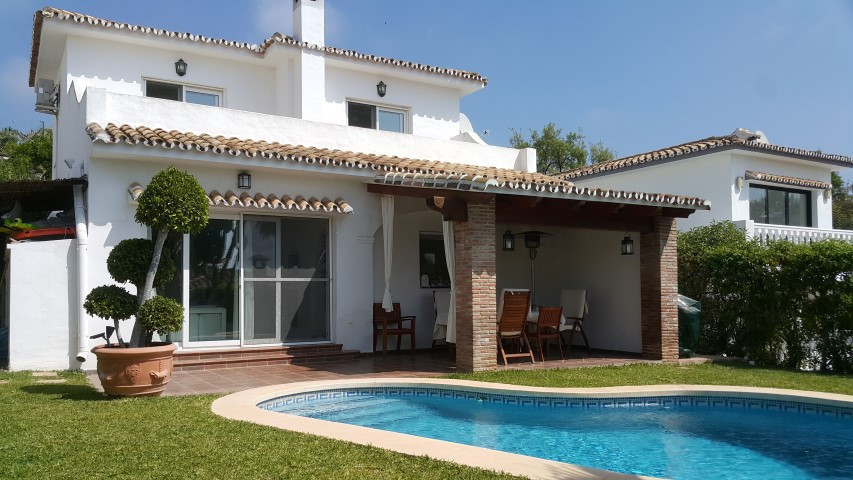 Excellent villa, renovated in 2016, in stunning location with incredible views. Located a few minute,Spain