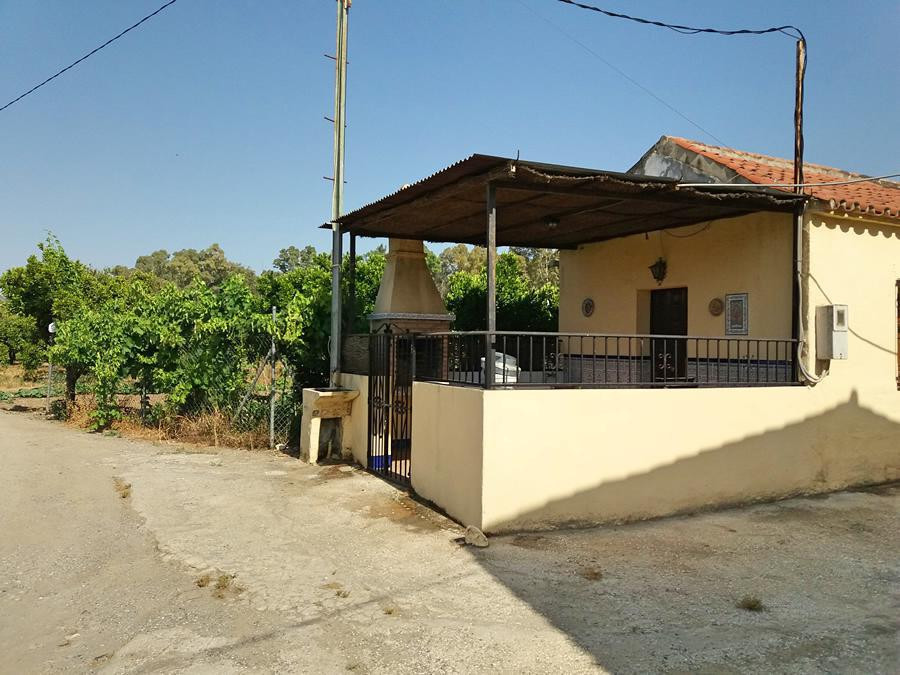 A country finca set in a peaceful location close to the Rio Grande in Coin.  The property comprises ,Spain