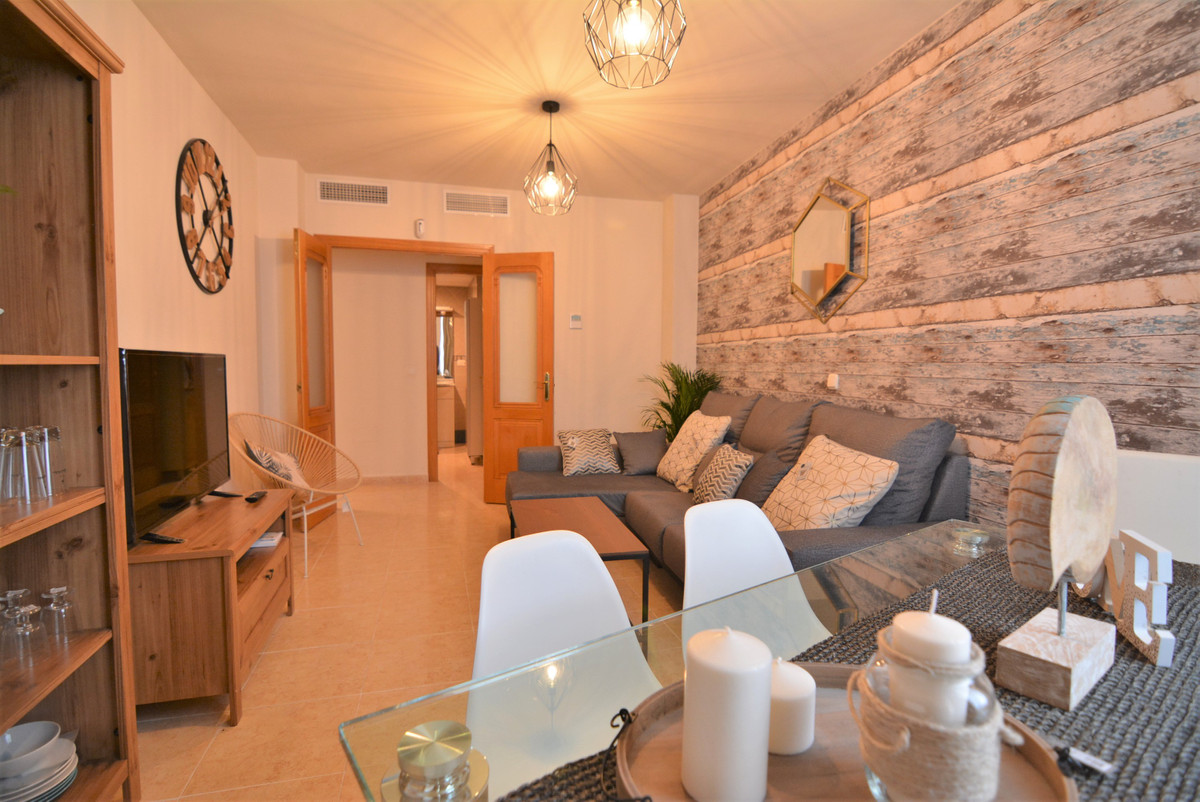 Beautiful apartment for sale just a few steps from the center of Fuengirola. The apartment is on the,Spain