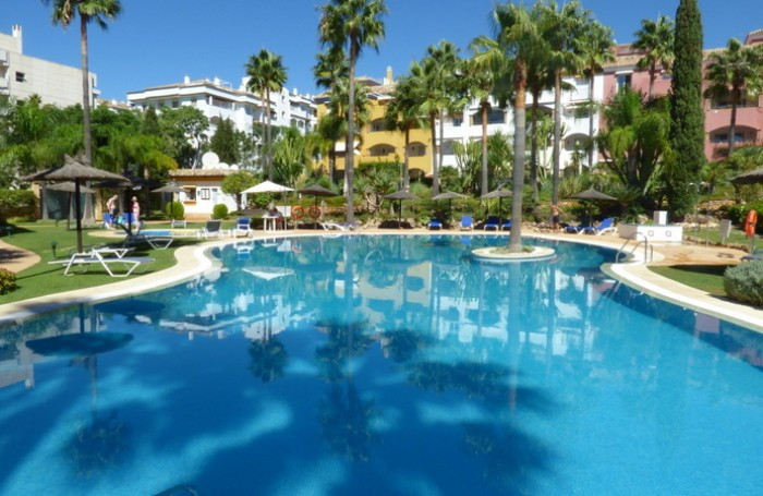 Fabulous penthouse for sale in Marbella Golden Mile, Costa del Sol. South facing with splendid sea v,Spain