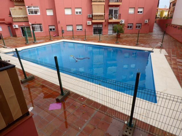 Nice apartment located in the area of Mijas Costa, 3 bedrooms, 1 bathroom and 1 toilet, separate kit, Spain