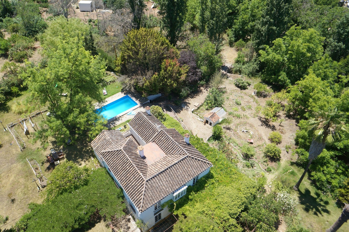 Magnificent plot with house built 22km from Marbella and 1.5km from the town center of Coin - Plot 1, Spain