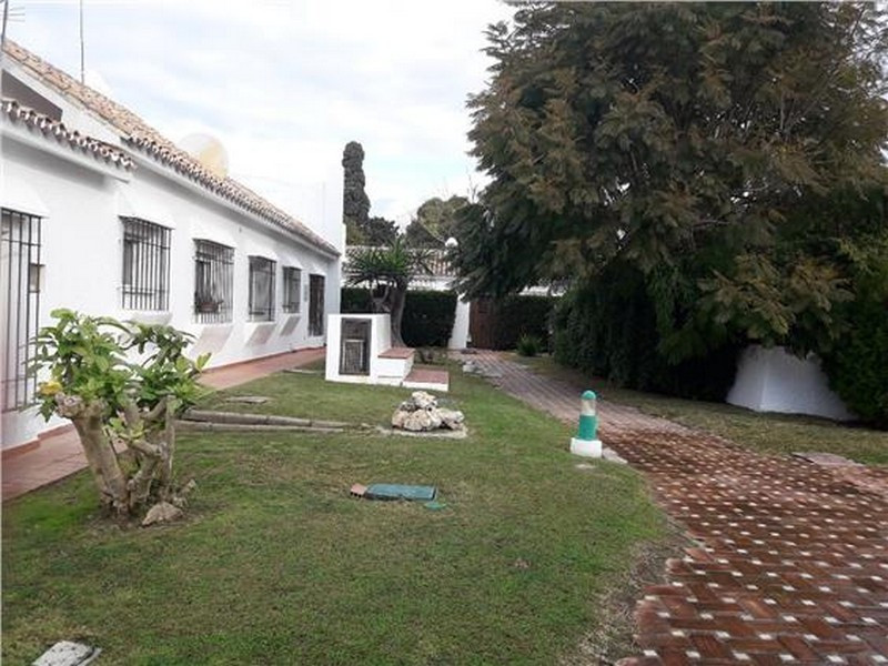 This beautiful and well maintained 2 bedroom property is only 25 meters from the beaches of Cancelad,Spain