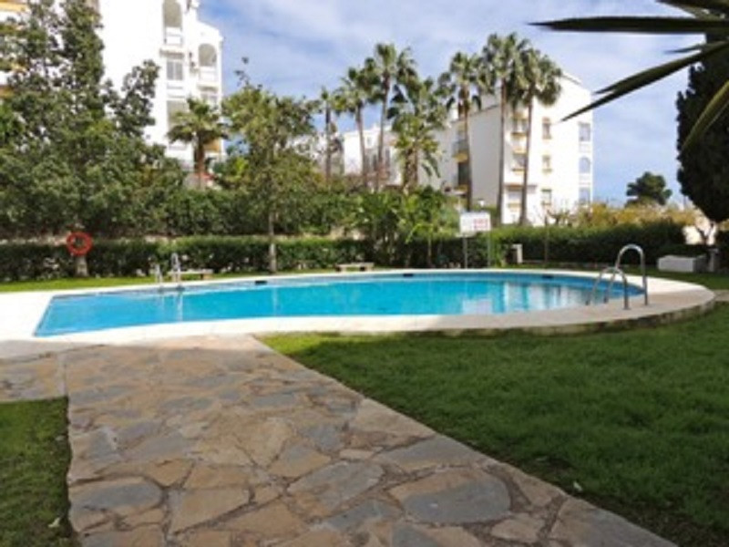Beautiful and spacious apartment located in a gated complex with swimming pool, gardens and communit,Spain