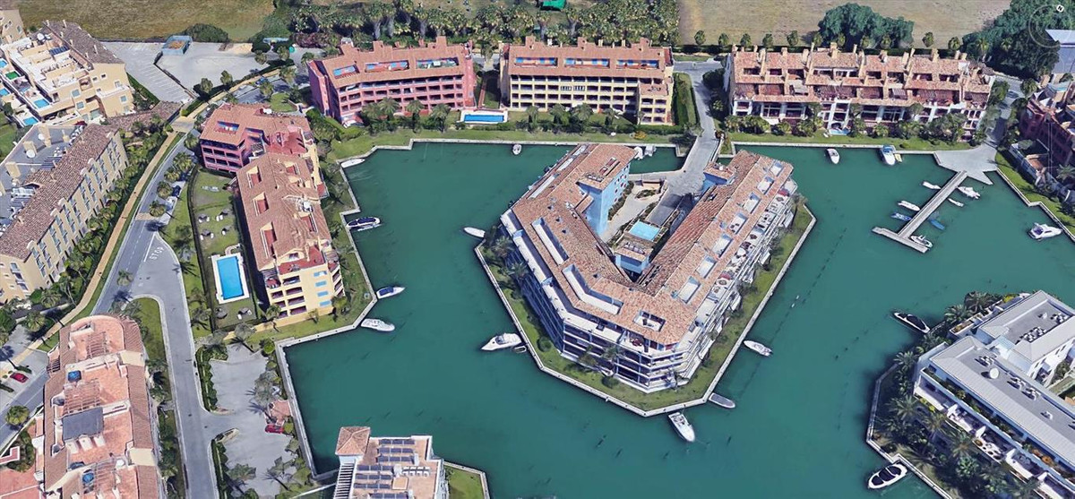 Fantastic ground floor corner apartment located at the beautiful Sotogrande Marina, built and equipe, Spain