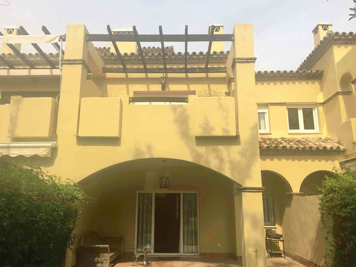 Amazing townhouse in gated community in Guadalmina Baja, Hoyo 5 on golf course and walk to beach. Ex,Spain