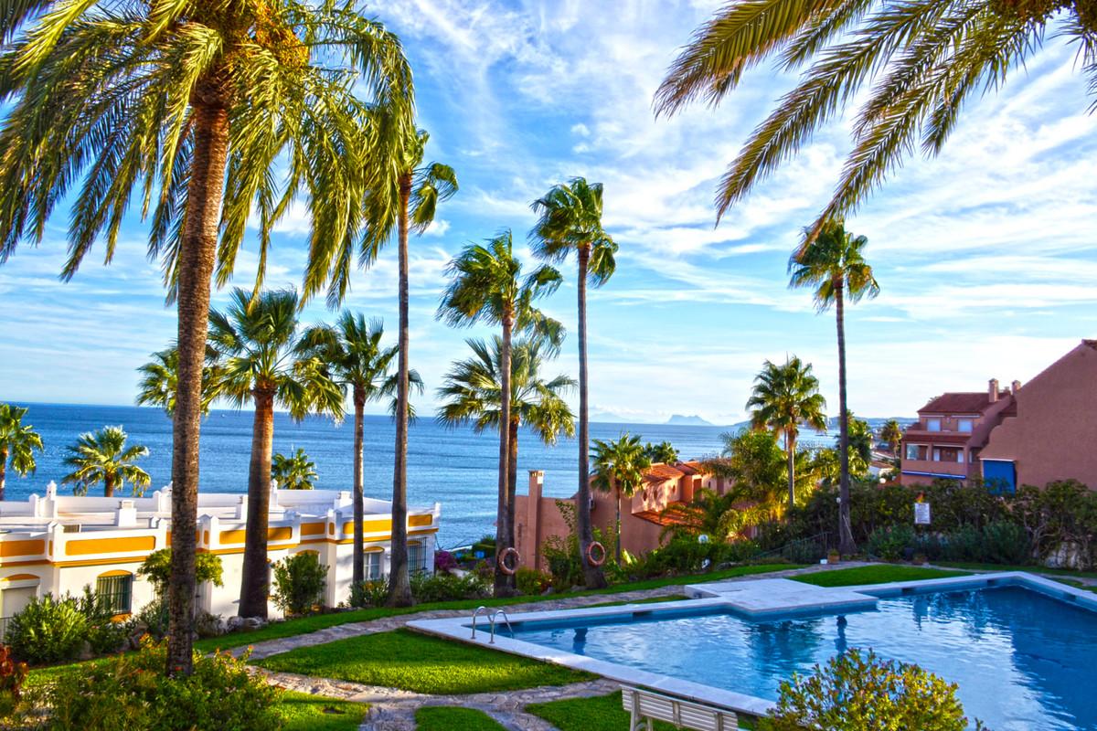Townhouse, Estepona, Costa del Sol. 5 Bedrooms, 4 Bathrooms, Built 220 m², Terrace 40 m².  Setting :,Spain