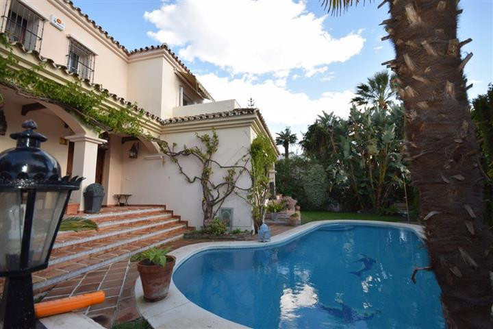 This 5 bedroom villa is situated in Guadalmina alta in a cul de sac with a lot of privacy. The cosy ,Spain