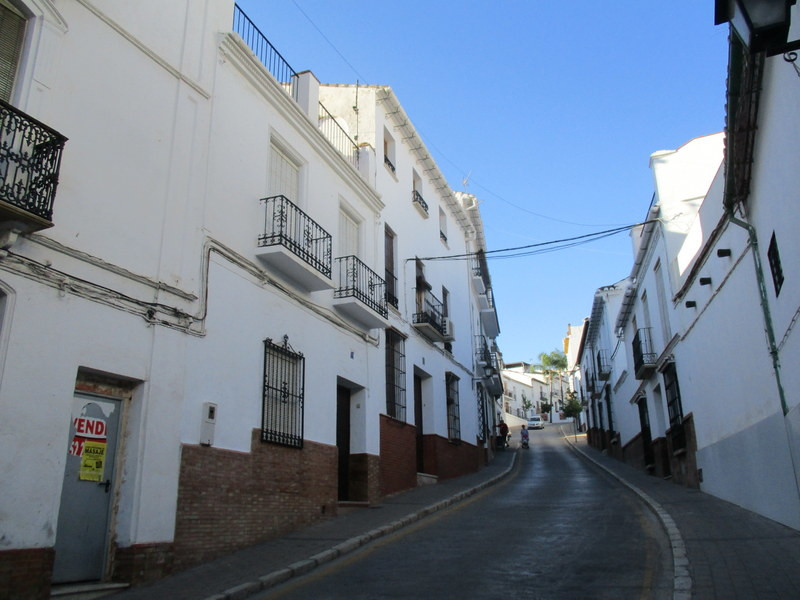 Very spacious large town house located in a prestigious street in the centre of Alora pueblo. The ac,Spain