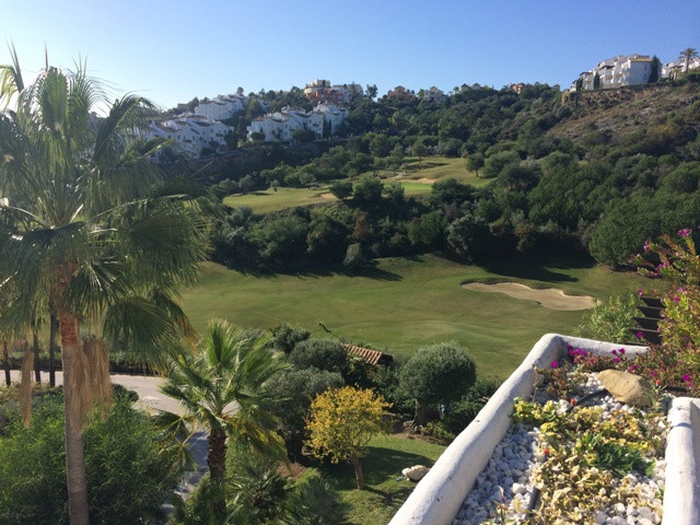 Stunning penthouse apartment in a sought after complex in La Quinta. Offering 3 large bedrooms, 3 am,Spain
