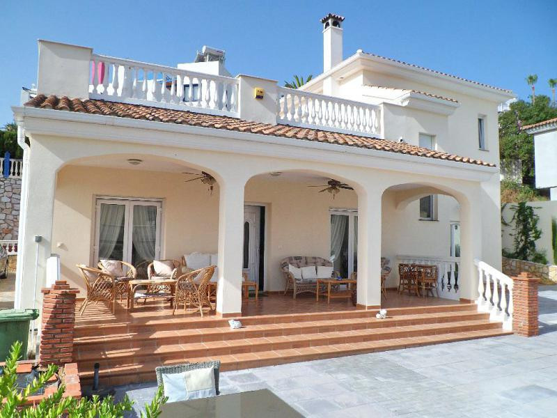 REDUCED FROM 730,000 €.  Fantastic newly built villa with a central location in Cerros del Aguila.  , Spain