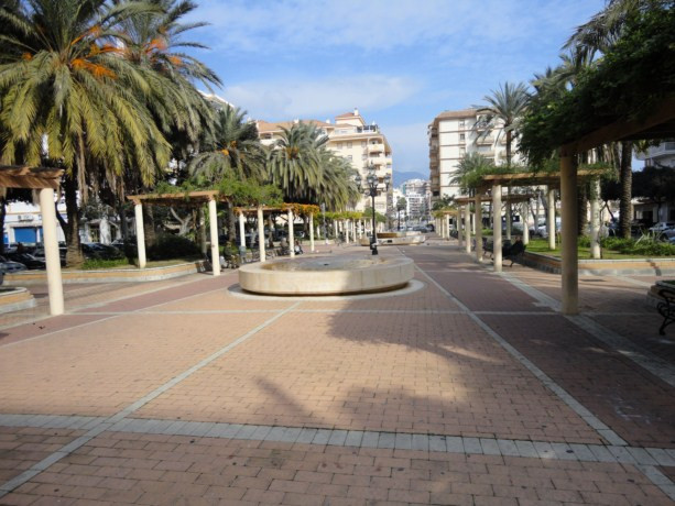 Excellent fully furnished apartment just 50 meters from the Plaza de la Hispanidad and close to all ,Spain