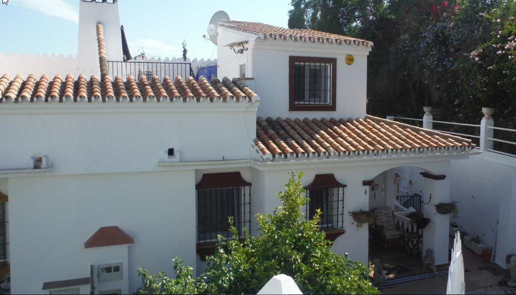 AMAZING VALUE SEMI-DETACHED HOUSE! 4-bed, 3-bath townhouse located in Fuengirola. Recently renovated, Spain