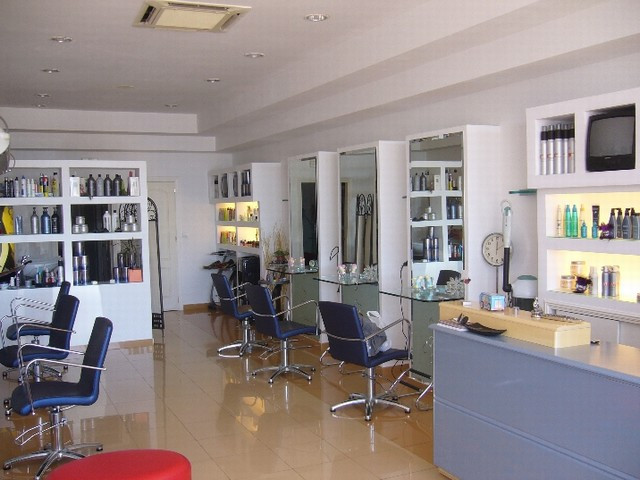 Hairdresser right on the promenade in Fuengirola, Malaga, Spain for sale. Established in the area fo, Spain
