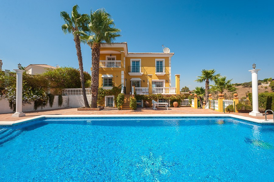 Outstanding villa in a prime location within a popular development on the outskirts of Coin with and, Spain