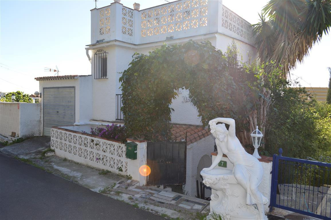 Opportunity to acquire a lovely detached house, in a quiet area of Torreblanca, surrounded by nature,Spain