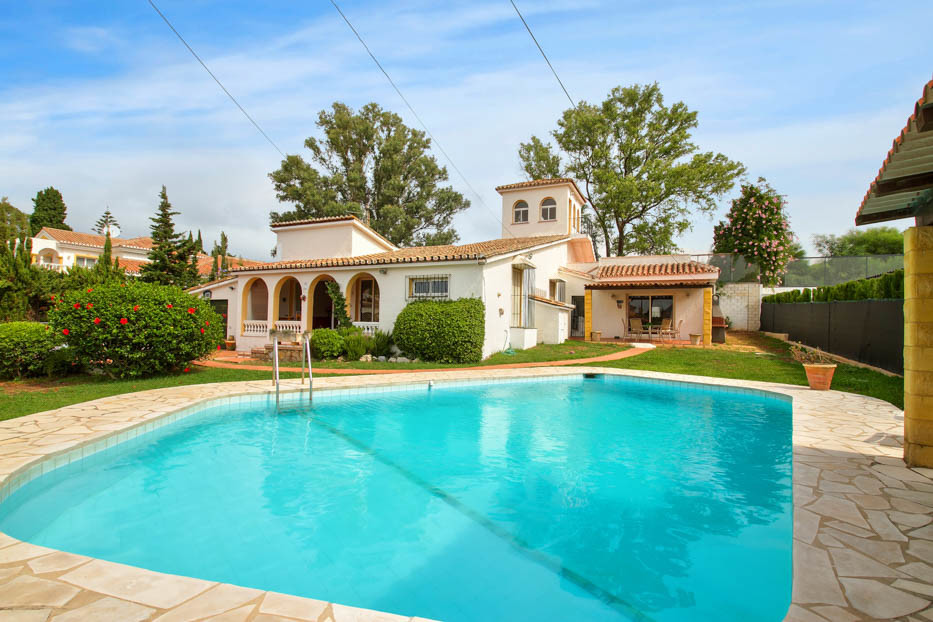 Great beachside villa for sale in Artola, Cabopino. Opportunity to buy and upgrade-renovate in one o,Spain