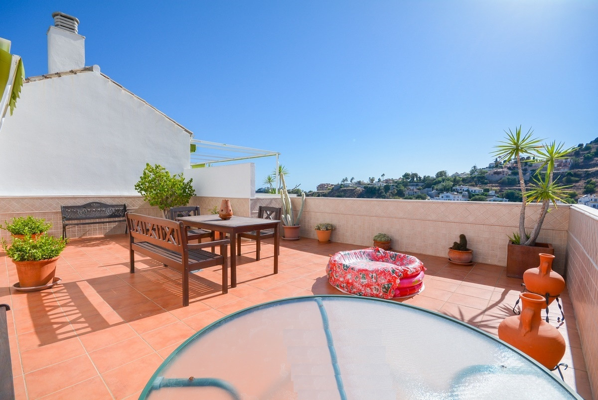 Recent reduction for a quick sale from 352.000€ to 319.500€.  Nice penthouse in Torrequebrada with b,Spain