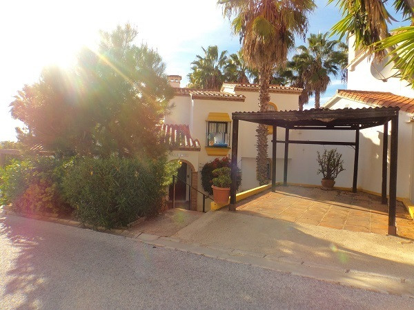 Situated in a quiet part of Calahonda close to La Siesta Golf Course is this 3 bedroom 3 bathroom to, Spain