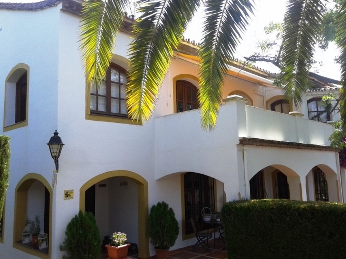 Beautiful villa in a privilege residential area 5 minutes walk from Marbella old town. Built area 30, Spain